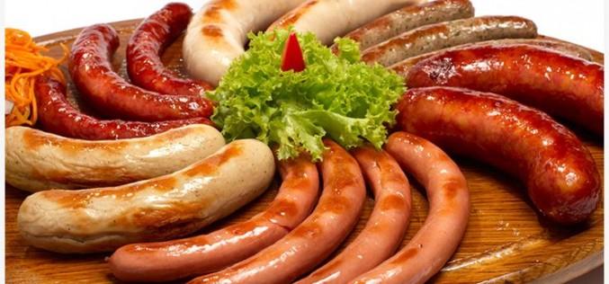 Carni lavorate: cartellino rosso dall'Oms. Wurstel & Co sono davvero pericolosi?